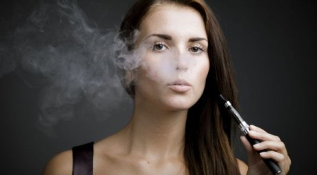 După ce au interzis fumatul în public, autoritățile vor să-i și sperie pe fumători