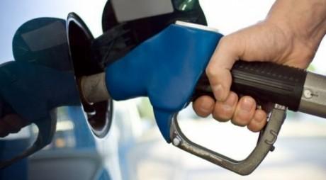 Benzinărie amendată după ce mai multe maşini au alimentat cu apă în loc de benzină