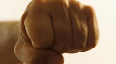 Deva: Tânăr reţinut de poliţişti pentru lovire sau alte violenţe și amenințare