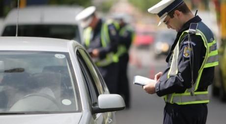 Un tânăr beat și fără permis a BĂTUT un polițist de la Rutieră