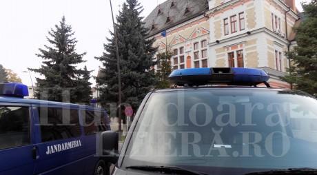 Angajaţii CJ Hunedoara fac naveta la DNA Alba Iulia