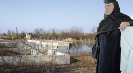 Maica stareţă din Oradea, trimisă în judecată pentru spălare de bani