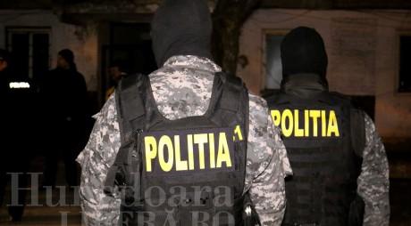Traficant de droguri PRINS de poliţişti