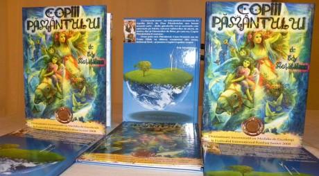 """FOTO. """"Copiii pământului"""", carte lansată la Deva"""
