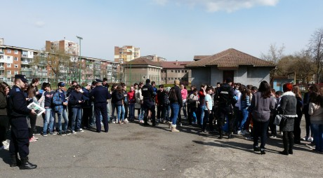 Şcoala Altfel: Elevii din Deva şi Hunedoara, în vizită la jandarmi