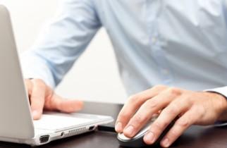 51% dintre cei care lucrează de acasă utilizează dispozitivele de la muncă în a viziona conţinut pentru adulţi (raport)
