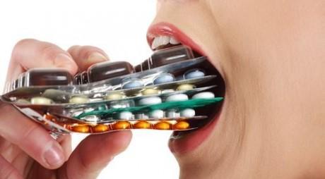 Cum sunt TRANSFORMAȚI oamenii SĂNĂTOȘI în cumpărători de medicamente