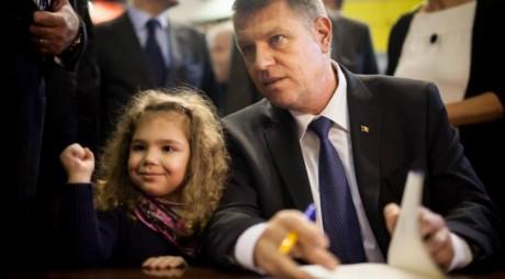 """Avem """"Președinte-scriitor"""": Klaus Iohannis lansează o nouă carte luna viitoare!"""
