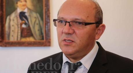 Prefectul Vasilescu zoreşte drumarii care lucrează în judeţ