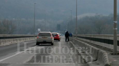 SE ÎNCHIDE circulaţia pe podul de la ŞOIMUŞ