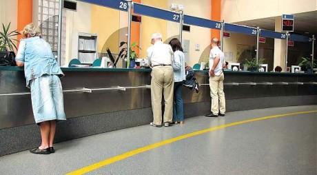 Angajată BCR condamnată pentru furt de la clienţi