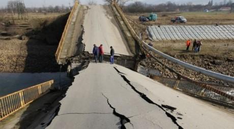 Începe RECONSTRUCŢIA podului de la Bretea Strei