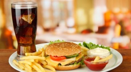 ALIMENTE pe care UN NUTRIȚIONIST NU LE-AR MÂNCA NICIODATĂ