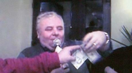 Vicepreședintele CJ Caraș-Severin, prins de DNA în timp ce lua mită în biroul său