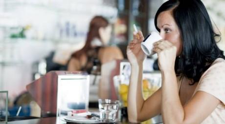 Ce se întâmplă în corpul tău dacă fumezi imediat după masă