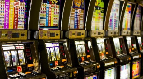 CIFRA ZILEI. Câți bani lasă românii la jocurile de noroc
