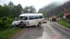 ACCIDENT. 11 VICTIME după coliziunea dintre un TIR şi un microbuz
