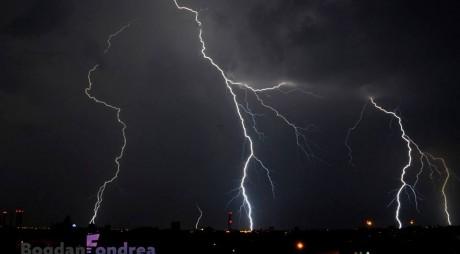 Imagini SPECTACULOASE surprinse de timișoreni cu furtuna din noaptea trecută
