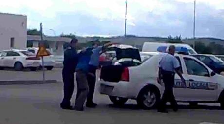 Motivul incredibil pentru care 3 poliţişti sunt cercetaţi disciplinar