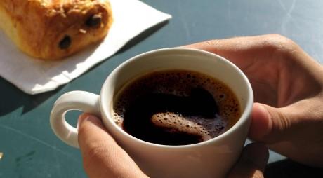Aparatul de cafea controlat cu telefonul mobil