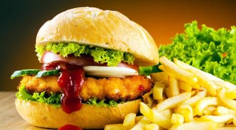LUPENI. De la ce s-au ÎMBOLNĂVIT consumatorii de produse de tip fast-food