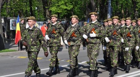 E OFICIAL! Tinerii români vor face ARMATA
