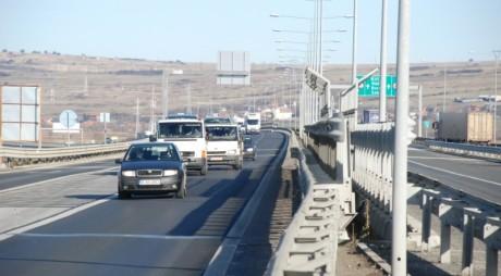 """Şoferii care tranzitează Sibiul, opriţi în trafic pentru o """"anchetă de circulaţie"""""""