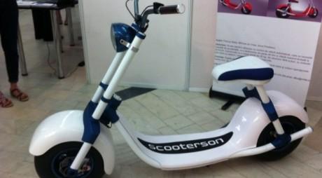 Te plimbi 100 de kilometri cu scuterul și cheltuiești doar 50 de bani. Cum este posibil