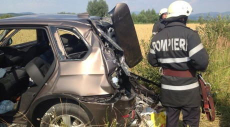 Accident GRAV între un Jeep și un TIR