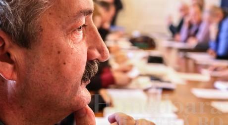 Primarul ARION vrea SĂ FENTEZE Consiliul Local
