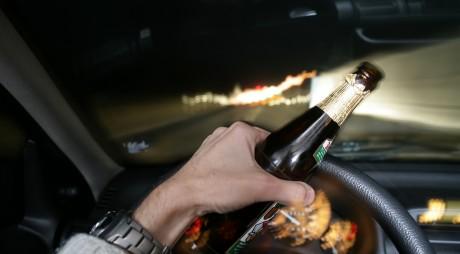 ATENȚIE ȘOFERI! Știți în cât timp iese complet alcoolul din sânge?