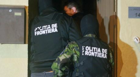 URMĂRIT internaţional prins şi predat poliţiştilor hunedoreni