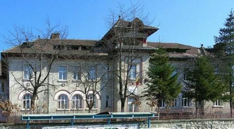 Un liceu din Valea Jiului angajează administrator