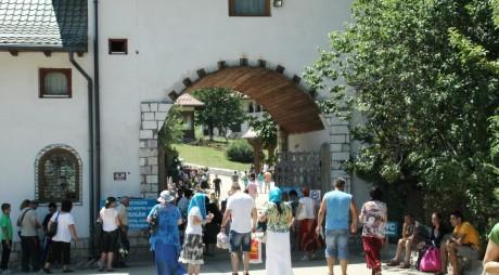 Bişniţarii de la Mănăstirea Prislop nu se tem de amenzi