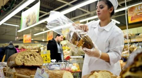 Cât câştigă un casier, un şef de tură sau un lucrător comercial angajat la supermarket
