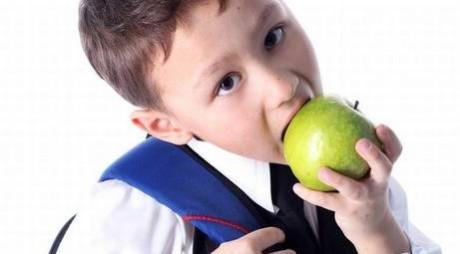 FRUCTE ÎN ȘCOLI. Elevii vor mânca mere de peste 14 milioane de euro