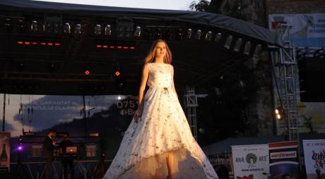 O arădeancă reprezintă țara la Miss Model of the World