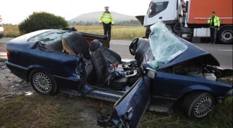 Accident TERIBIL pe DN 1. Două persoane și-au pierdut viaţa