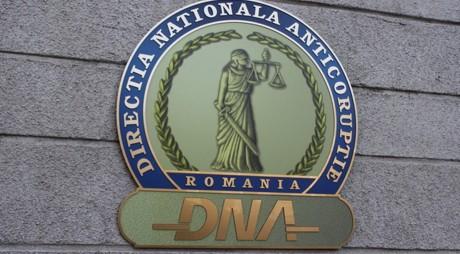 Rectorul unei Universități, un fost decan și un preot, REȚINUȚI de DNA