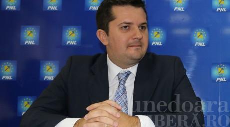 PNL își caută aliați pentru a-l demite pe Victor Ponta