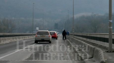 Trafic restricționat pe podul de la Șoimuș
