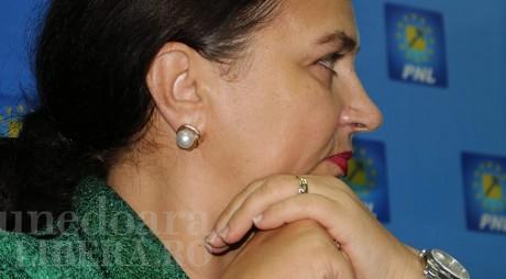 Carmen Hărău își execută colegii din PNL cu mâna lui Arion