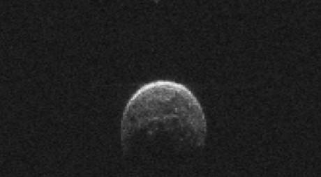 Astronomii români au determinat compoziția unui asteroid care intersectează orbita Pământului