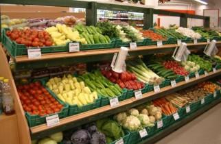 Salamul, roşiile proaspete, laptele şi merele s-au scumpit cel mai mult în martie (analiză)