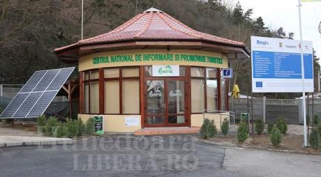 Centru de informare pentru turişti, la poalele Cetăţii Devei