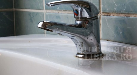 Joi, SISTĂRI de apă pe alte străzi din Hunedoara