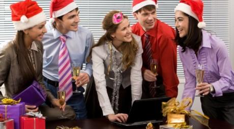 Câți bani cheltuiesc românii pentru cadourile de Crăciun cumpărate online