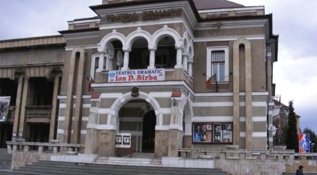 """Actorii reșițeni pe scena Teatrului Dramatic """"Ion D. Sârbu"""" Petroșani"""
