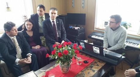 Parlamentarii români, alături de familia Bodnariu