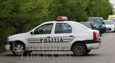 Mașină de poliție parcată neregulamentar, BLOCATĂ de Poliția Locală